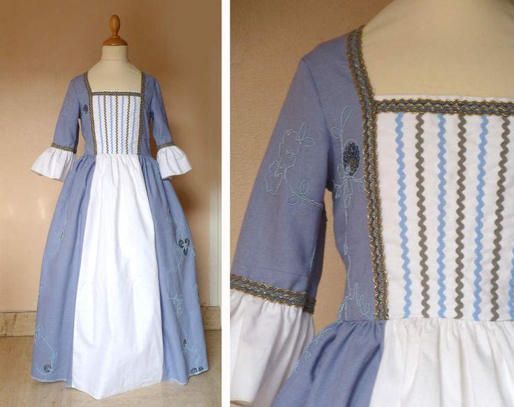 lin bleu lavande brodé de cordonnet et sequins, piqué de coton blanc, galon et croquet. taille max 1m28. prix:69€