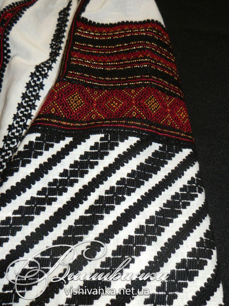 Жіноча блузка за мотивами вишивки Західного Поділля. Лляне фабричне полотно, нитки DMC, вовна, бісер. Підстелений хрестик, битим (кучерявий шов штапівкою), низинка, гладь, низинний шнурок, вишивка стебловим швом по збирках.