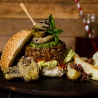 What do you get when you take an all time favourite meal and fuse it with one of the most beloved cuisines in the world? The Italian Job burger, a Sam Taylor creation #recipe #picknpay #freshlyblogged