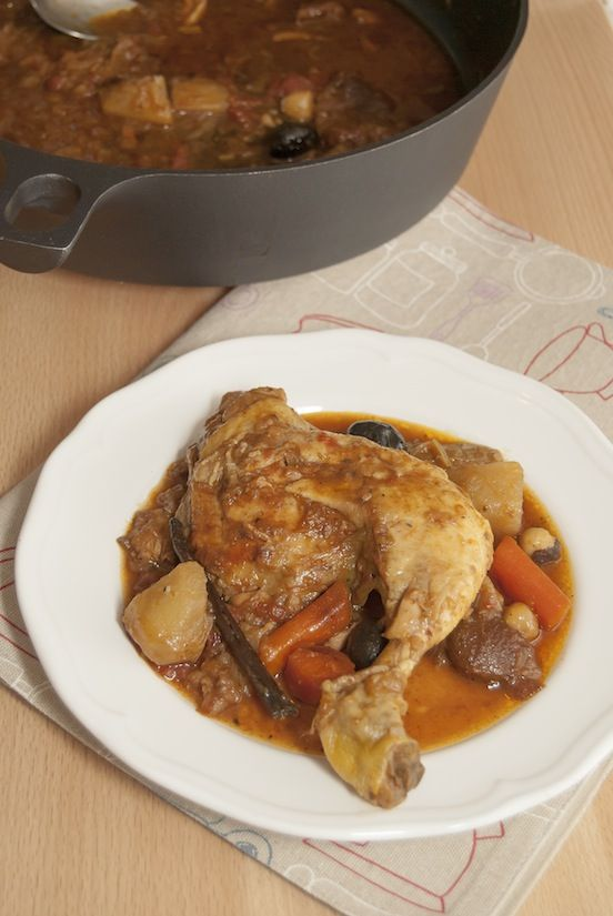 Tagine di pollo con porro, nocciole, vaniglia e combava - Chicken tagine with hazelnut, vanilla and combava