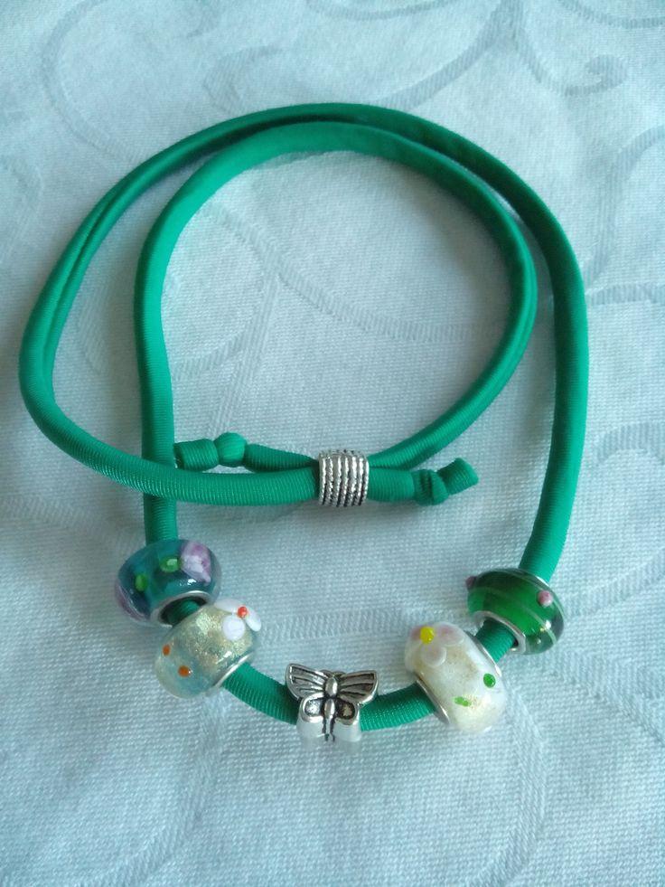 """Braccialetto in fettuccia elastica verde con perle di vetro e charms """"Vispa Teresa"""" : Braccialetti di tamatedacreativity"""