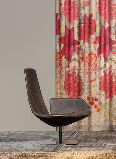 Impression, kleurrijk gordijn met bloemen. #interieur #raambekleding #gordijnen #kleur #bloemen #rood