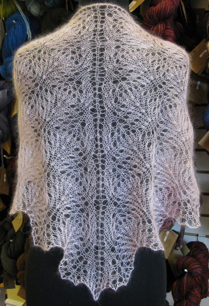 Feather Knitting Pattern : 66 best images about Knit PATTERNS_Feather & Fan, Ostrich &c. on Pint...
