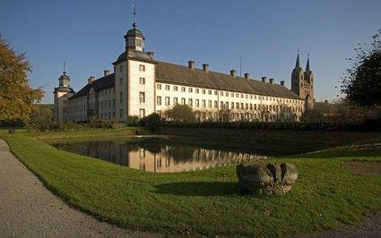 Barocke Schlossanlage mit Westwerk der Kirche / Kloster Corvey, Höxter