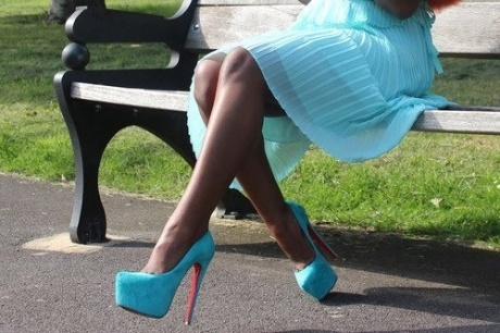 Love this color!: Women Fashion, Awsom Blue, Blue Waves, Woman Shoes, Bright Blue, Cinderella Shoess, Colors Legitt, Blue High Heels, Blue Louboutin