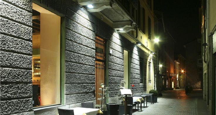 Illuminazione ingresso ristorante con Faro NC #Dubai