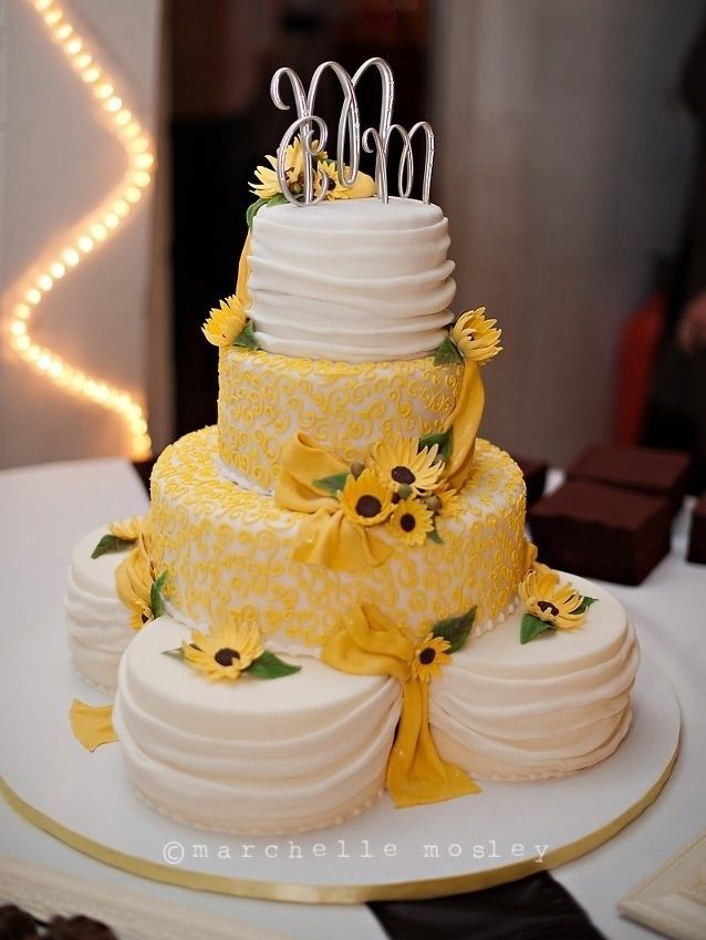 Round Wedding Cakes - Sunflower Wedding Cake