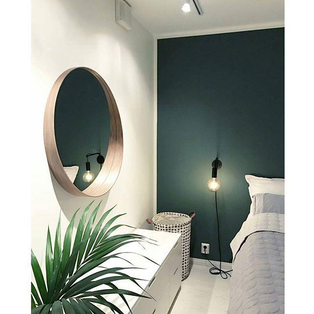 Die grüne Wand und die weiße Einrichtung ist eine tolle Idee