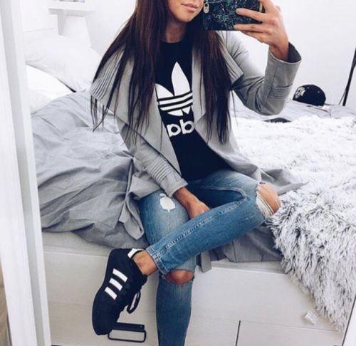 Outfits súper chic que puedes hacer con una playera Adidas
