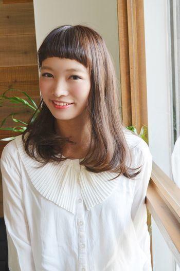 おでこが見えてかわいい♪ 最強にかわいい♡セミロングヘアのぱっつん前髪♡