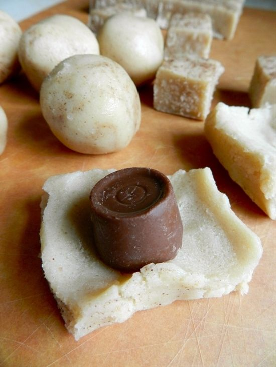 rollo stuffed sugar cookies. These just made my Christmas baking list!>>>>> Um!!!!! Delicious!!!! I think I will try this with Reese's or a kit kat!! Yummy!