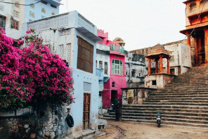 blog-voyage-place-colette-inde-rajasthan-pushkar-bougainvillier-couleurs-temple