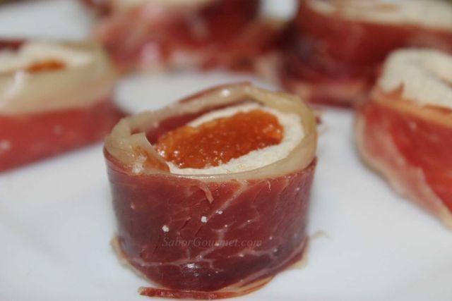 Deliciosos entrantes de jamón serrano con membrillo, una combinación de texturas y sabores sensacional, además que es muy fácil de preparar. Los grandes pl