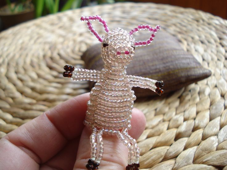 http://img1.etsystatic.com/035/0/7654300/il_570xN.535605989_o70t.jpg Little piglet by beadwork. Kismalac gyöngyfűzés. Kedves kabala. Szerencsét hoz.