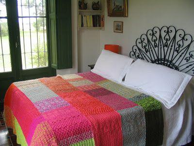PUERTA AL SUR: Mantas y pie de camas tejidos a dos agujas