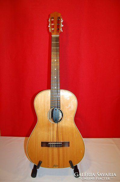 Höfner akusztikus gitár-517. 1953-68. min.47 éves
