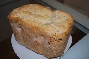 Pane all'uvetta con la macchina del pane