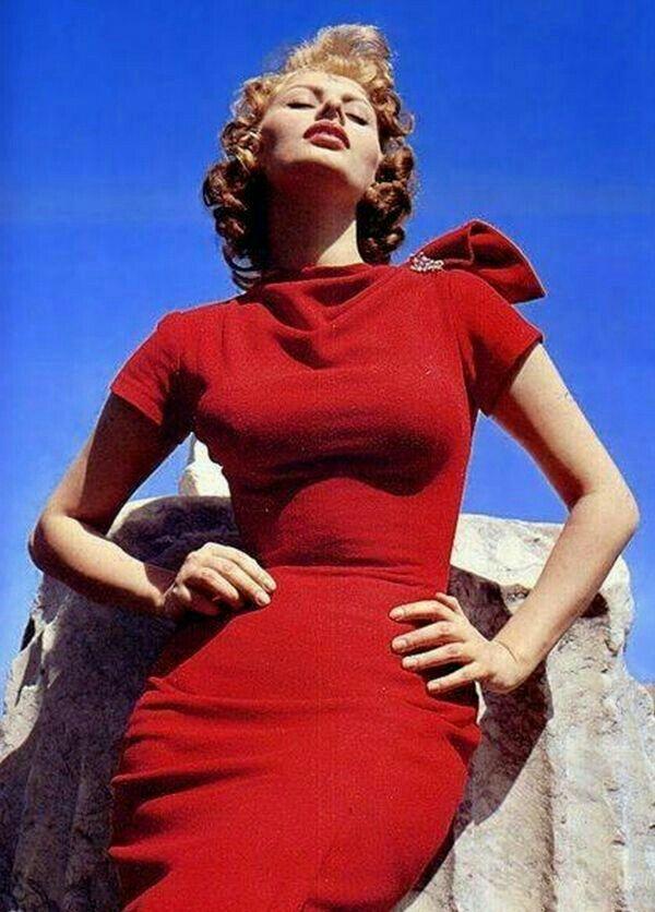 Софи Лорен В Красном Платье