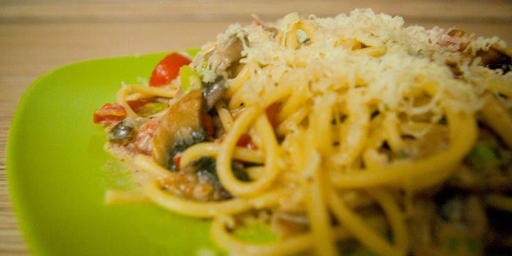Сливочная паста с грибами и помидорами черри