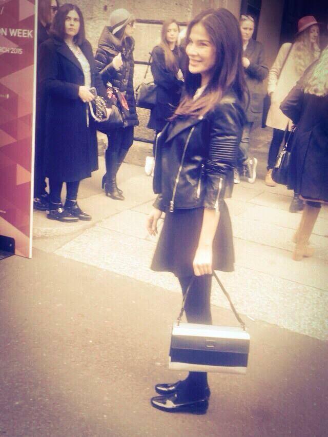 A glamorous model Ilaria Spada wears SR ROBERTO GUERRA black leather Nappine slipper at Milan Fashion Week  www.robertoguerradesign.com #itsrobertoguerrastyle