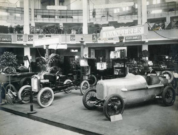 Fiera di Milano - Campionaria 1926 - Salone dell'automobile nel palazzo dello sport