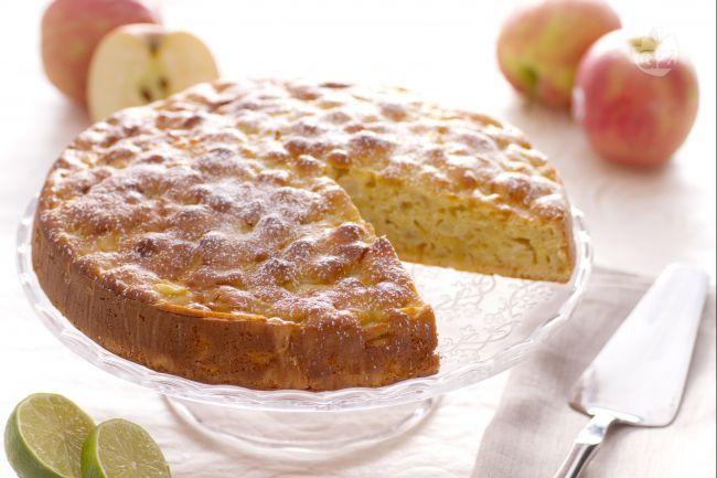 La torta di mele soffice è un dolce per la colazione morbido e profumato con tante mele e l'aggiunta di ricotta per renderla ancora più morbida.