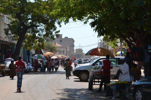 Op vakantie naar Gambia? Dit zijn de bezienswaardigheden van Gambia die je gezien moet hebben: Banjul en Bakau. Lees hier alles over deze plekken!