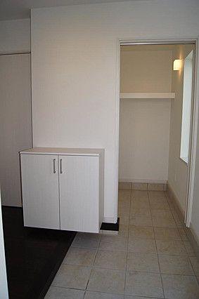 色々なものを収納できるシューズクロークのある玄関