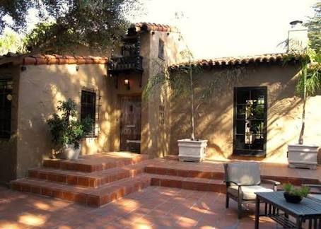 Resultado de imagen para mexican hacienda houses with pool courtyard
