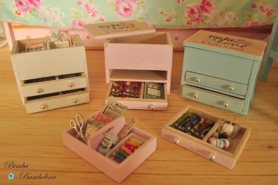 Miniatura caja de costura y labor en bastidor por BimbaBambolina