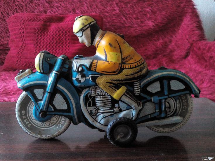 Мотоциклист жестяной: жёлтый, голубой мотоцикл. Поиск вещей из детства - http://doska-obyavleniy-detstva.blogspot.ru/