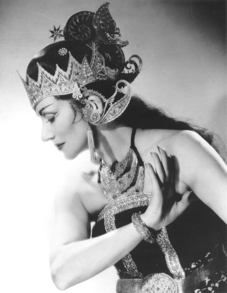 Portrait of La Meri in costume for Goyesca dance, ca. 1940