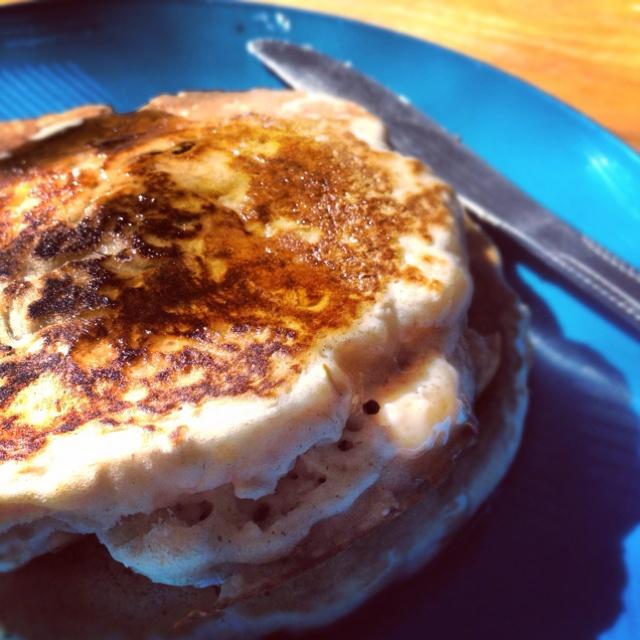 Cinnamon oatmeal raisin pancakes (: | Delicioso | Pinterest