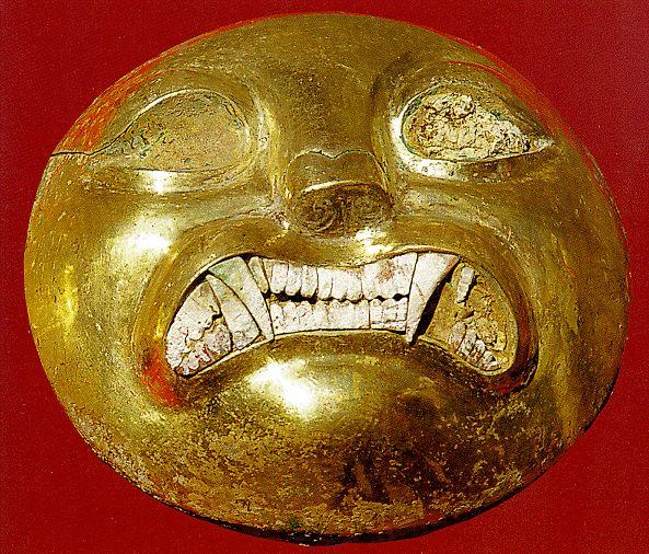 Moche-Goldarbeit: Goldmaske eines Drakula