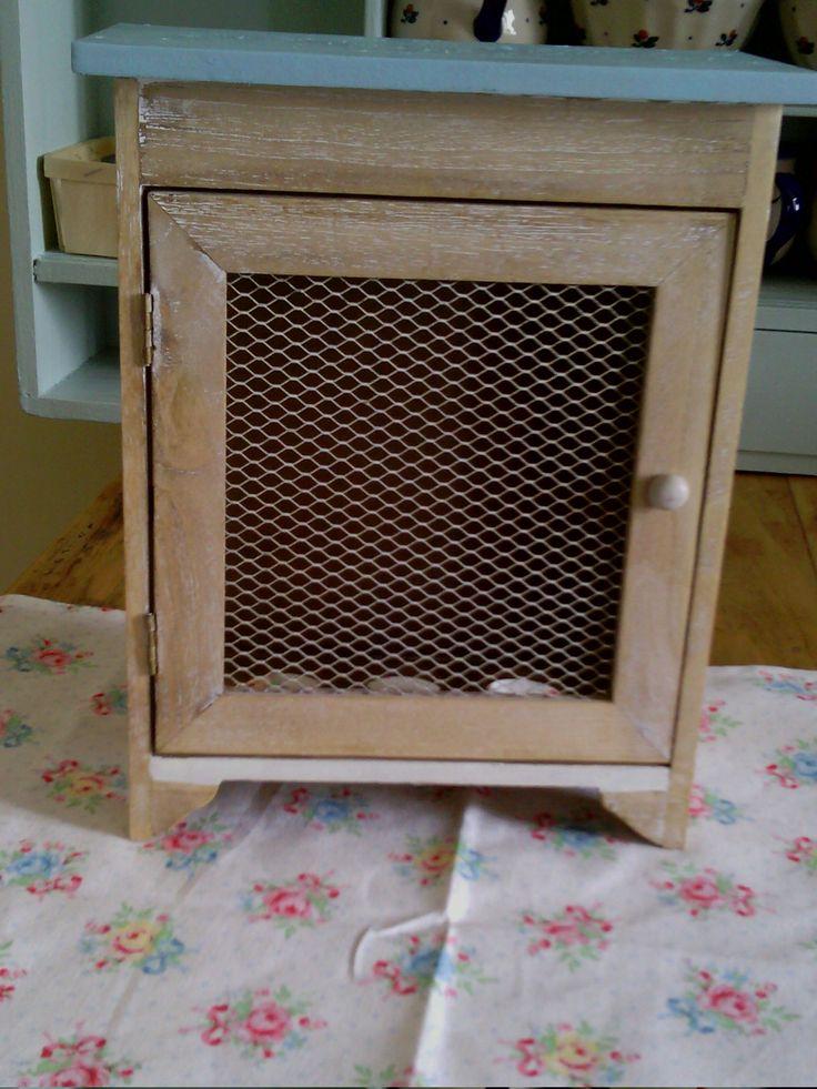 Petite armoire à oeufs ancienne - transformée, patinée ...un petit esprit shabby - Vendu