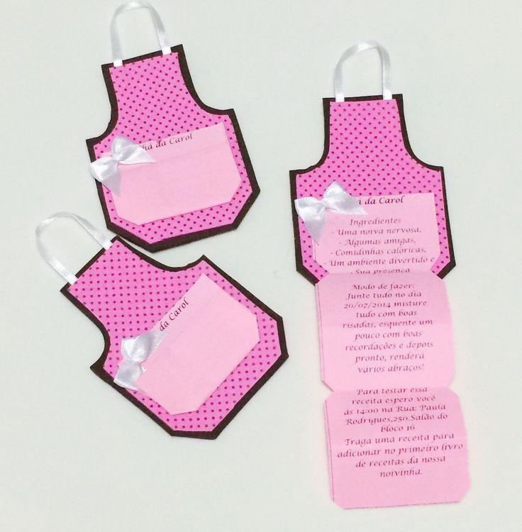 Lindo avental confeccionado em EVA. <br>Pode ser utilizado para convite de chá de cozinha/bar ou como lembrancinha. <br>Acompanha tag simples (impresso preto em branco). <br>Confecção na cor desejada pelo cliente.