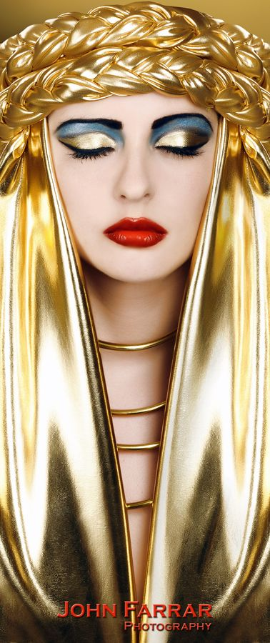 Gold - Golden - Fashion - Portrait - Red Lips - Photography