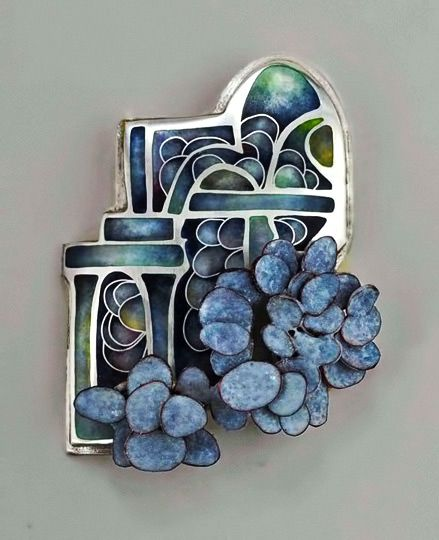 Linda-Darty-brooch, garden badge series