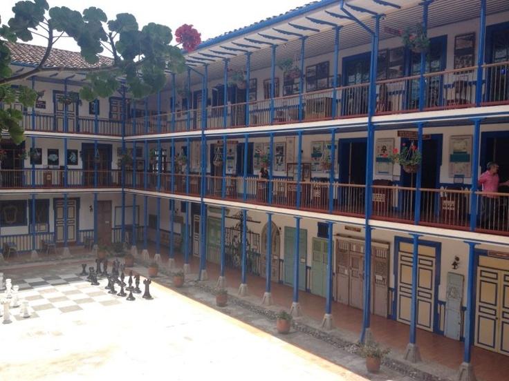 Centro Cultural y Biblioteca Pública León de Greiff. Marsella - Risaralda. Colombia.