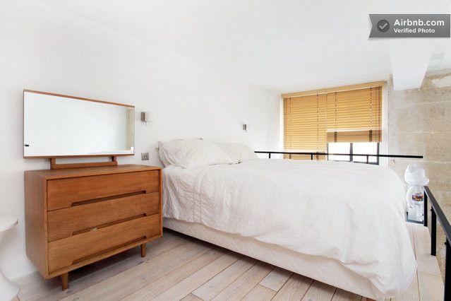 Loft Duplex design à Montmartre à Paris https://www.airbnb.fr/rooms/1609294?preview=true