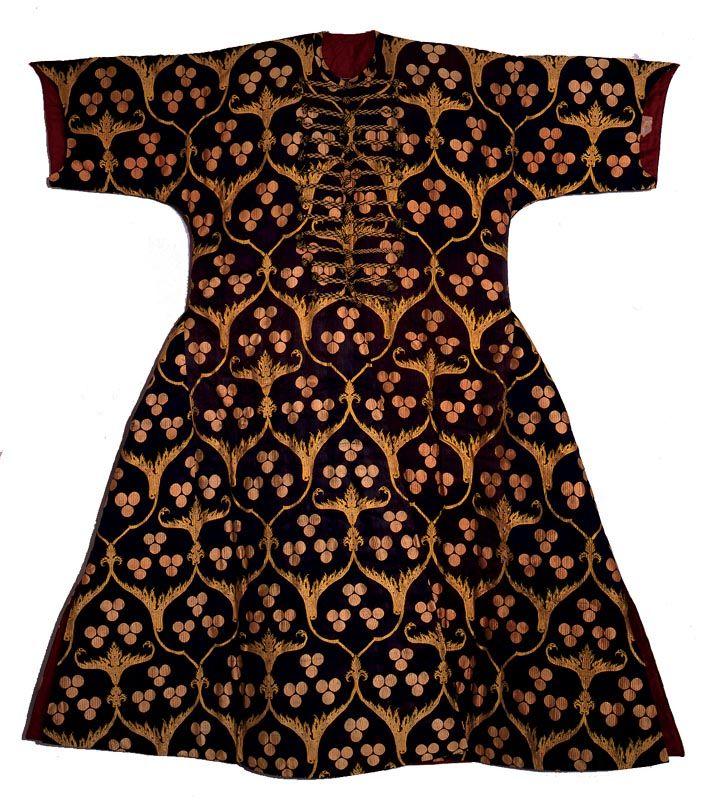 Cloth at the Topkapi Saray Museum, Istanbul-Turkey, Via :http://www.sultanahmet1.com/wp-content/gallery/kaftans-in-topkapi-palace/kaftans-in-topkapi-palace-sultanahmet-istanbul-style-and-status-of-the-ottoman-period-13.jpg