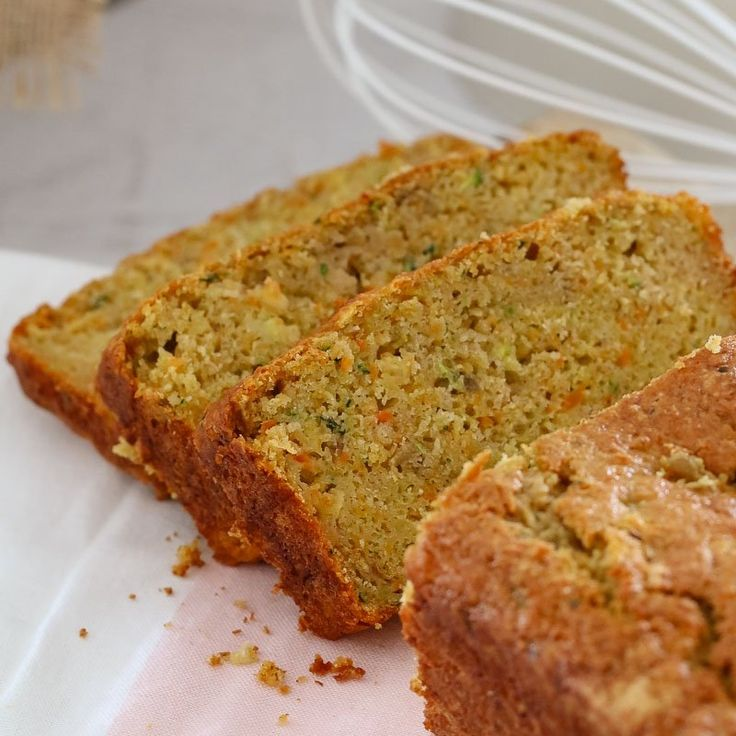 An easy and delicious Thermomix Carrot, Apple & Zucchini Loaf. Freezer-friendly, kid-friendly and great for school lunchboxes!