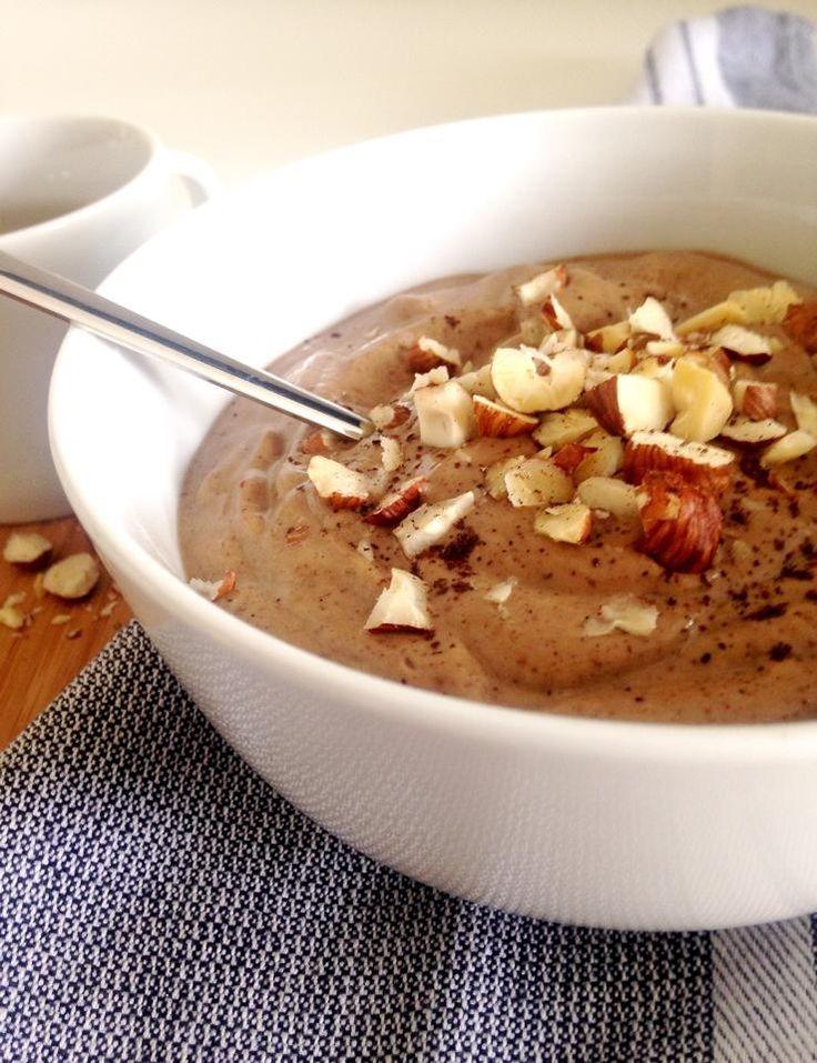 Venez découvrir ma recette de Smoothie bowl crémeux au cacao ! Une gourmandise saine, sans gluten, sans lactose, Vegan & Paléo ! Plaisir assuré !