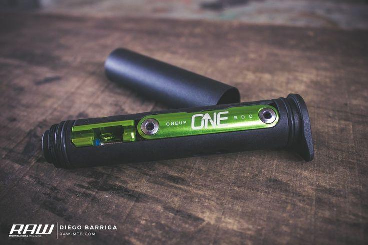 Imagínate un kit de herramientas tan práctico que cabe en la espiga de tu horquilla, el EDC Tool de OneUp Components es eso y mucho más!