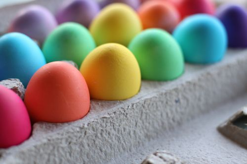 The dye recipes for the most intense colors for your Easter Eggs.