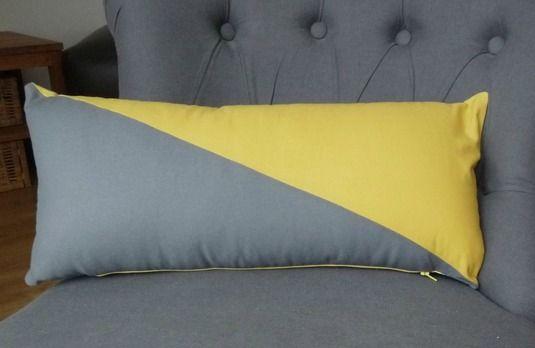 DIY graphic design pillow / coussin graphique // Le blog de Mademoiselle Petit Pois
