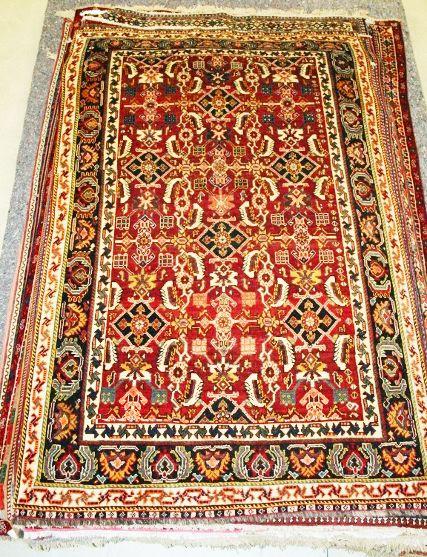 Tappeto orientale persiano Kashkay in pura lana, proveniente dall'Iran. Il tipo di annodatura di questo tappeto orientale persiano lo rende molto robusto, è l'ideale per ambienti con molto passaggio. Sconto 50% = € 490 !