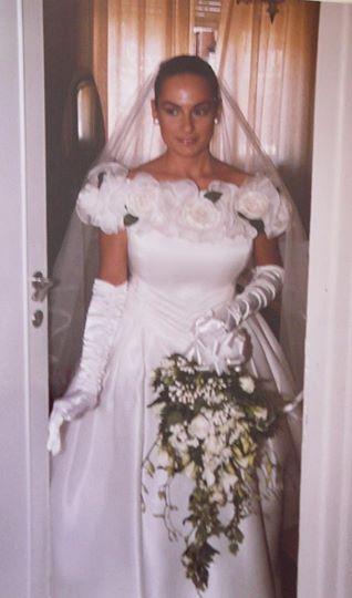 Marilena Guzzi, sposa nel 1993. www.cinziaferri.com abiti senza tempo