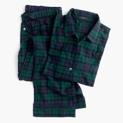 "Our flannel pajamas give you the best (and coziest) excuse to watch movies all Saturday long. And they make a great gift too. Fun fact: ""Black Watch"" is named after a regiment formed in 1725 to guard the Scottish highlands...in kilt uniforms, naturally. <ul><li>Loose fit.</li><li>Sits at hip.</li><li>Wide leg.</li><li>Top hits at hip; bottom hits at ankle.</li><li>32"" inseam.</li><li>Cotton.</li><li>Long sleeves.</li><li>Elastic waistband with drawstring.</li><li>Machine…"