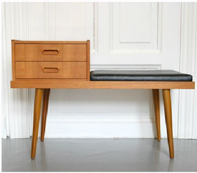 Telefon table - Could be cool for by the window in the living room.